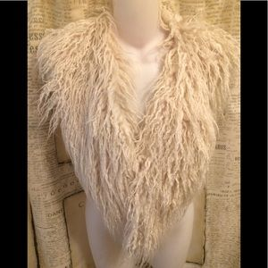 EUC-Betsey Johnson Faux Fur Collar